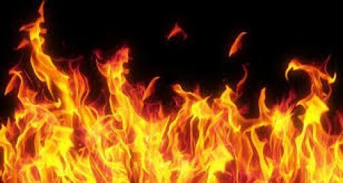 कुशीनगर: घर में आग लगने से मासूम की जलकर मौत, 3 लोगों की हालत गंभीर