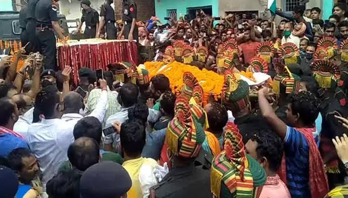 शहीद सुनील कुमार की अंतिम यात्रा में उमड़ा जनसैलाब, नम आँखों से लोगों ने दी विदाई, देखें तस्वीरें