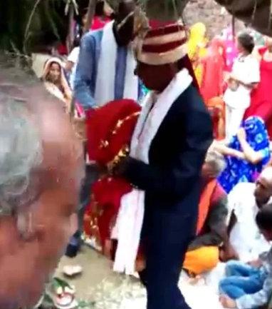 अनपढ़ था बेटा पिता ने कायम की मिशाल, पुतले से करा दी बेटे की शादी, देखें तस्वीरें