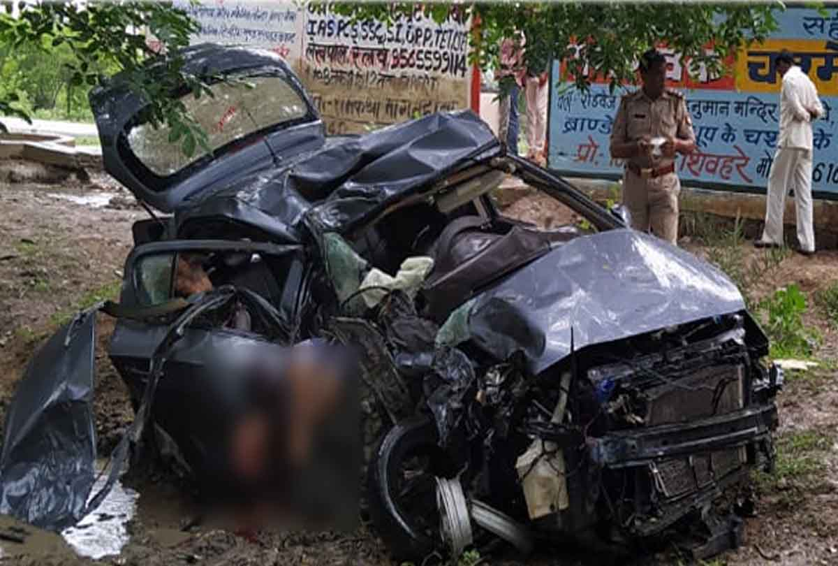 यूपी में दर्दनाक हादसा, कार सवार तीन लोगों की मौत, तीन गंभीर, देखें दर्दनाक तस्वीरें