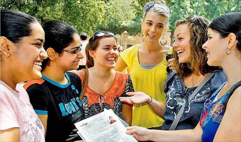 विदेश जाकर पढ़ने वाले करीबन 1 लाख छात्रों को अब भारत में ही पढ़ाने की तैयारी