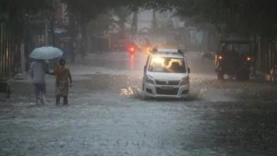 उत्तर प्रदेश के इन जिलों में अगले 3 घंटो में हो सकती है भारी बारिश, मौसम विभाग ने जारी किया अलर्ट