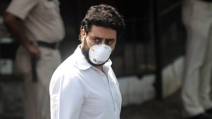 बड़ी खबर: पिता अमिताभ बच्चन के बाद अभिषेक भी पाए गये कोरोनावायरस से संक्रमित, बॉलीवुड में फैला वायरस