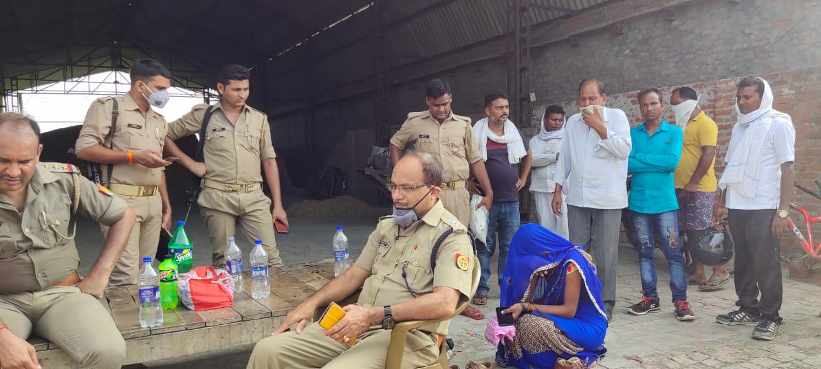 जौनपुर : खेत में दफन मिला 15 दिन से लापता युवक का शव, प्रेम प्रसंग का है मामला