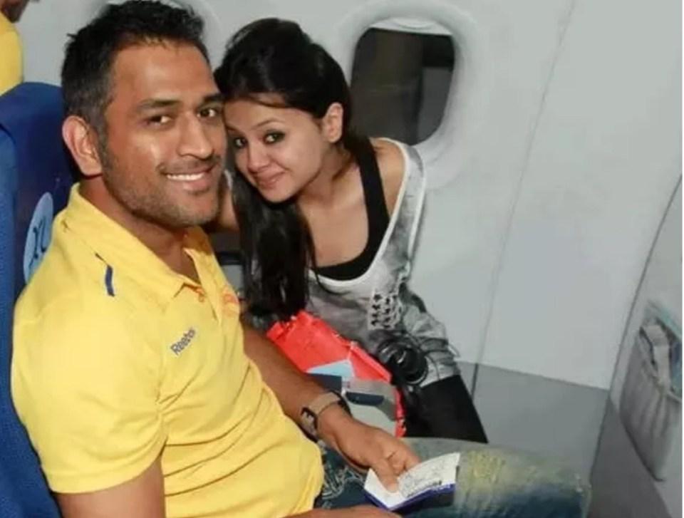2 साल तक इस लड़की के पीछे रहे थे महेंद्र सिंह धोनी, तब बोली हाँ