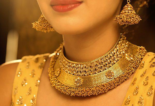 Gold Price : 12000 तक सस्ता हुआ चांदी, सोने के दाम में भी आई भारी गिरावट