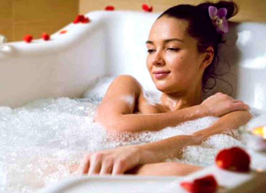 स्नान करने में भूलकर भी न करें ये गलती नहीं तो आएगी निर्धनता