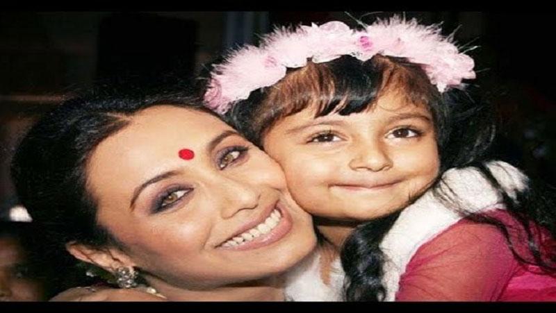 कैमरे के सामने आई रानी मुखर्जी की बेटी, खूबसूरती में तैमूर को भी देती है मात