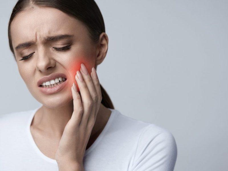 दांत दर्द से हैं परेशान तो अपनाए ये घरेलू उपचार, तुरंत होगा फायदा