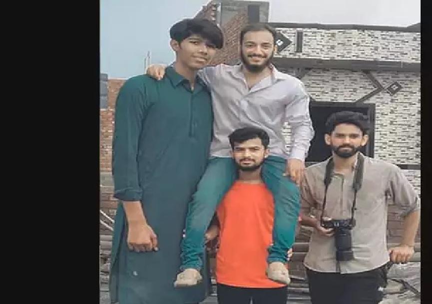 पाकिस्तान टीम से खेलेगा सबसे लंबा क्रिकेटर, जूते की साइज़ और लम्बाई जानकर होगी हैरानी