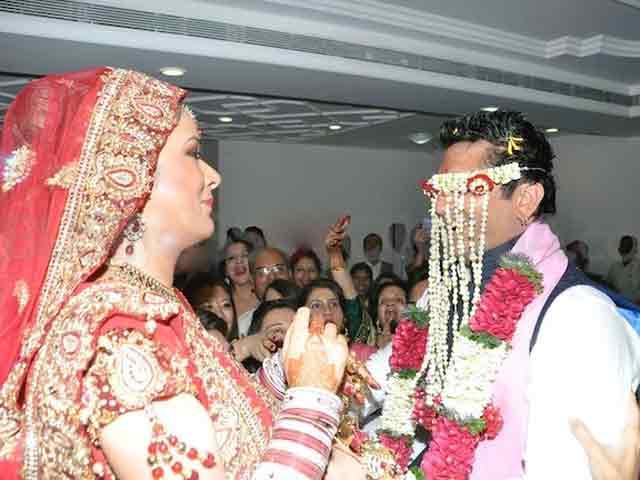 बॉलीवुड के इन सितारों ने सादगी से मंदिर में रचाई थी शादी, एक ने तो की है 3 शादी