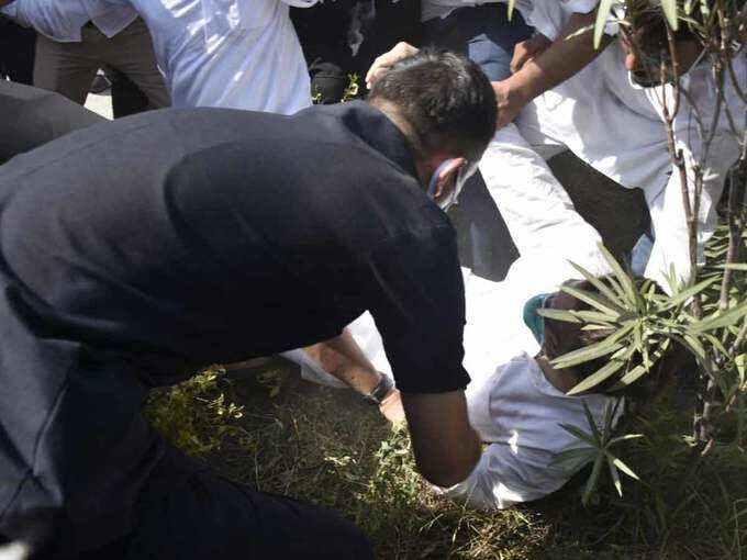 हाथरस जाने के लिए राहुल गांधी, Up पुलिस से हुई हाथापाई जमीन पर गिरें