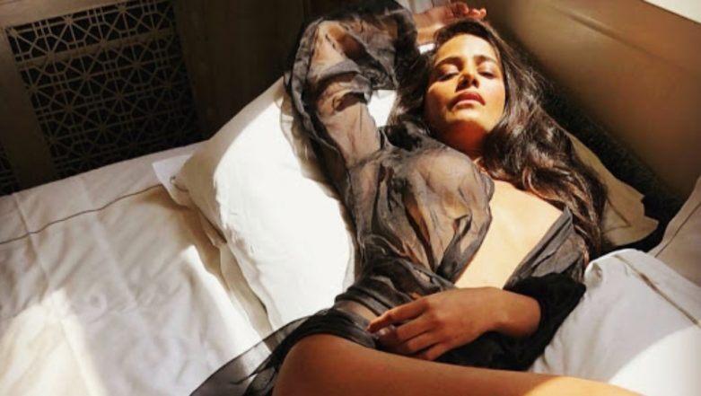 पूनम पांडेय ने ट्रांसपरेंट कपड़ों में दिखाई बोल्डनेस, देखें तस्वीरें