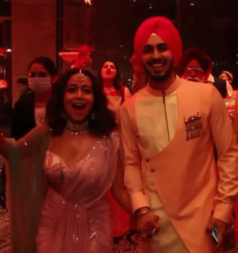 नेहा कक्कड़ के रोका सेरेमनी की वीडियो वायरल, रोहनप्रीत संग डांस करती आईं नजर