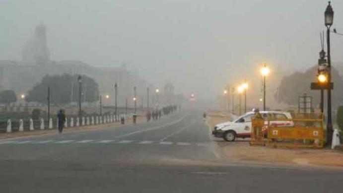 दिल्ली में 10 डिग्री सेल्सियस के नीचे आया पारा, रविवार से और बढ़ेगी ठंड
