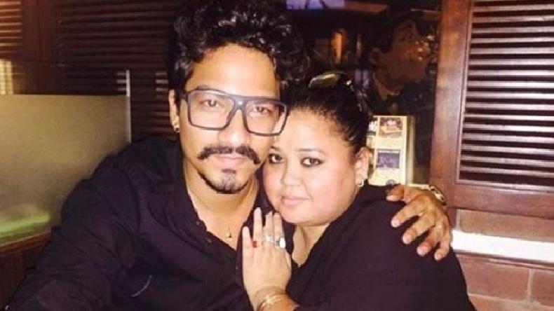 भारती सिंह और हर्ष ने एनसीबी ऑफिस से निलकते हुए दिखाया विक्ट्री साइन, लोगों ने कहा- बेशर्म