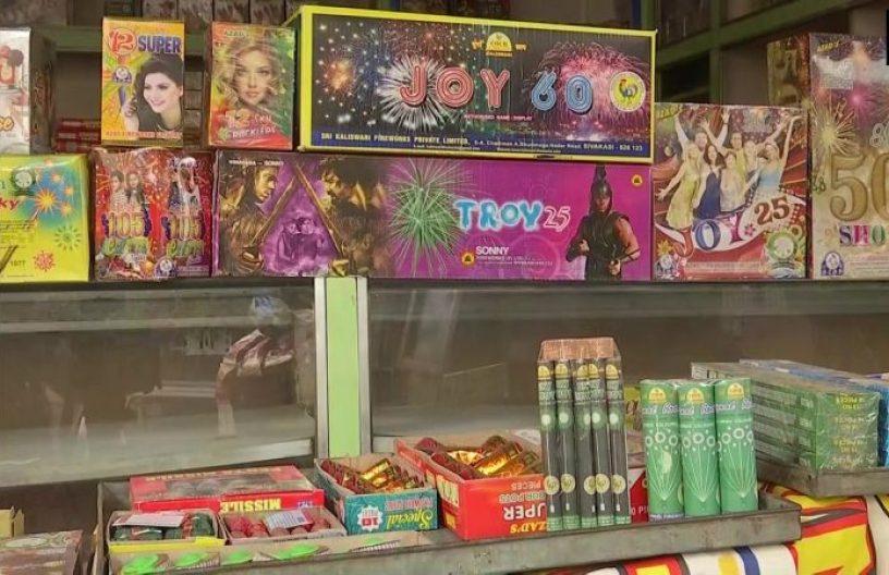 दिल्ली में पटाखे जलाने व बेचने पर 30 नवंबर तक लगा प्रतिबंध, उल्लंघन पर 1 लाख तक जुर्माना