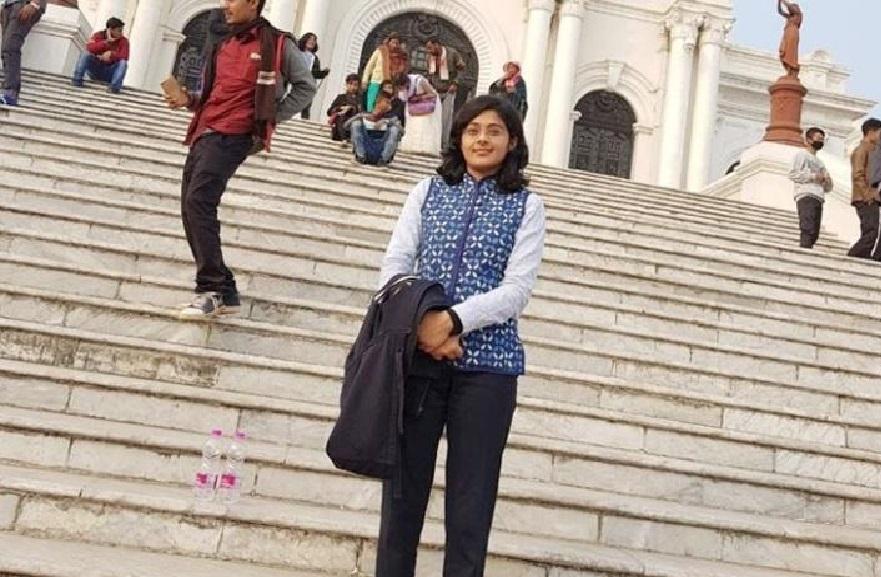 हिंदी बोलने की वजह से हुई बेईज्जती, अब बनी Ias लोग ठोकते हैं सलामी
