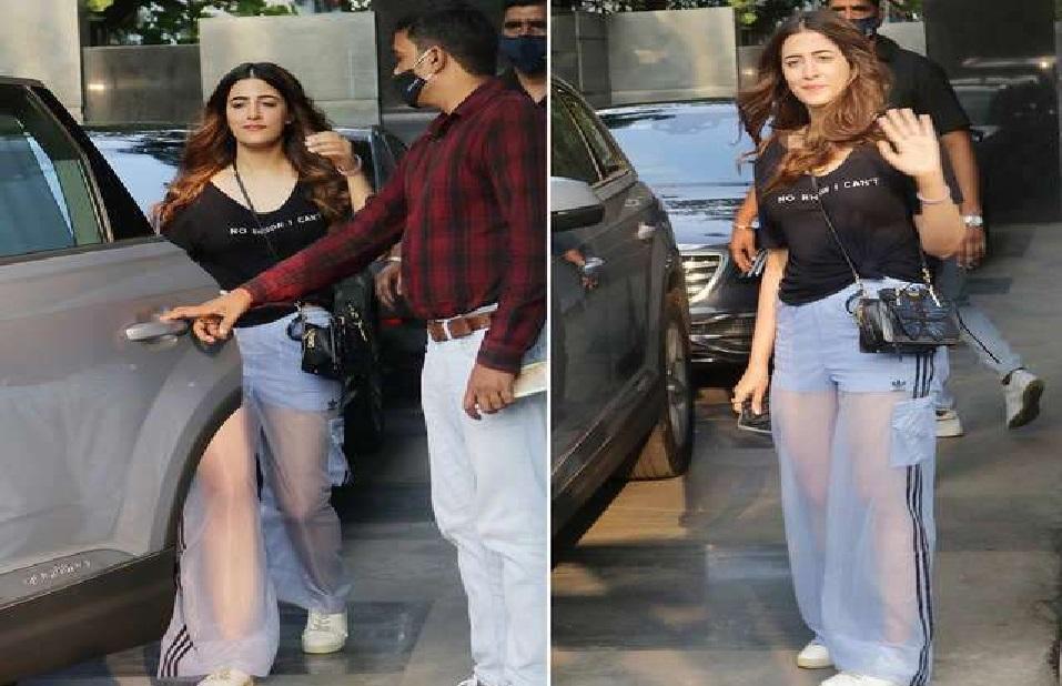 नुपुर सेनन ने पहने ऐसे ट्रांसपैरेट पैंट दिख रहा था सबकुछ, जानिए कितनी है कीमत