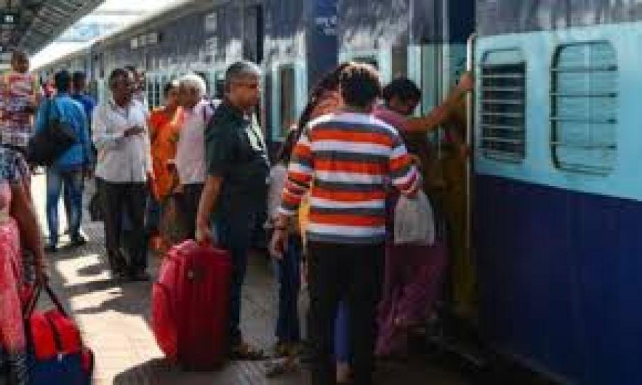 दिवाली-छठ पूजा के लिए रेलवे का तोहफा 10 से 30 नवंबर तक चलेंगी ये स्पेशल ट्रेन, जल्दी करा लें बुकिंग