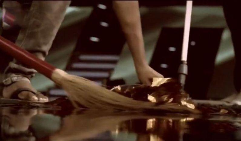 इंडियन आइडल के सेट पर झाडू लगाने वाला शख्स बना सिंगर, दास्तां सुनकर भावुक हुए लोग