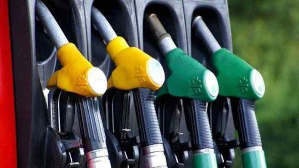 Petrol Diesel Price Today : आज फिर बढ़े पेट्रोल और डीजल के दाम, अब इतने में मिलेगा 1 लीटर