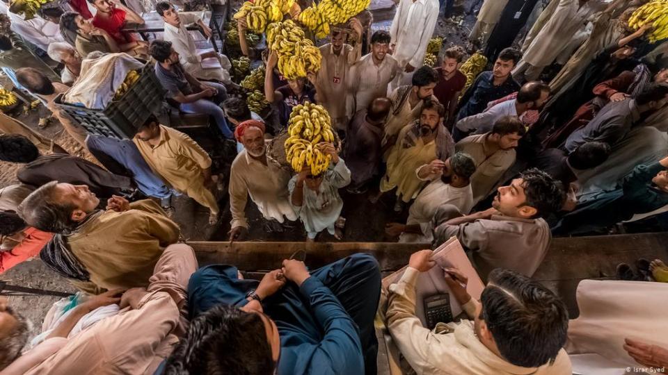 पाकिस्तान मे महंगाई से हाहाकार, अदरक 1000 रुपये किलो तो अंडा हुआ इतना महंगा...