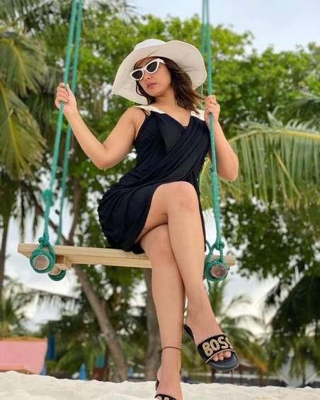 मालदीव में बिकनी में हिना खान ने कराया फोटो शूट, सोशल मीडिया पर तस्वीरें वायरल