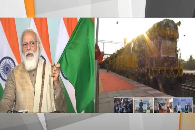 किसान आंदोलन के बिच प्रधानमंत्री नरेंद्र मोदी ने बताया किसान रेल के फायदे