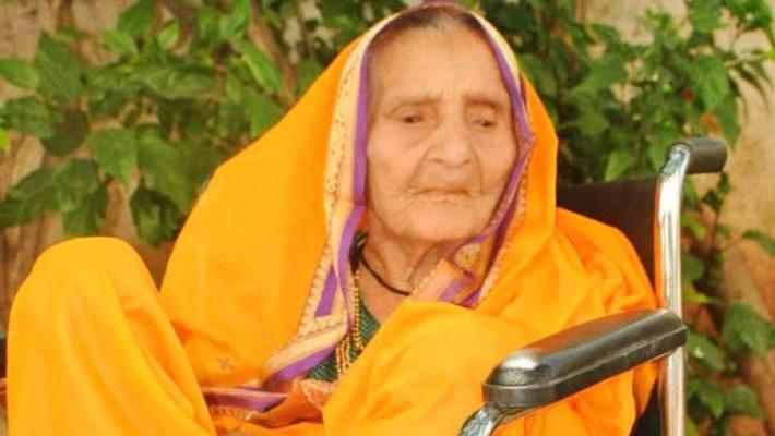 105 साल की दादी ने किया कमाल, कोरोना को मात देकर लौटी घर, डॉक्टर भी हैं हैरान