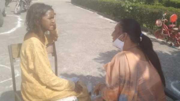 विधानसभा चुनाव लड़ चुकी फर्राटेदार अंग्रेजी बोलने वाली ये महिला सड़क पर मांगती है भीख, ये कहानी पढ़ आंखे भर आयेंगी