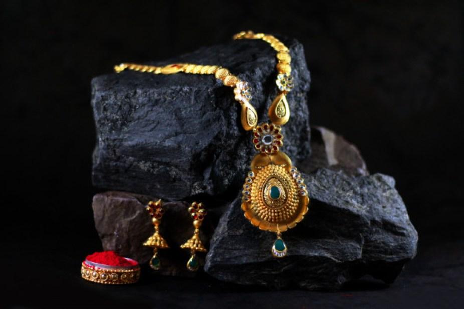 Gold Price Today : ग्राहकों के खिले चेहरे, सोने व चाँदी के भाव में फिर आई भारी गिरावट