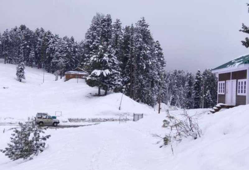 आज का मौसम : दिल्ली समेत इन इलाको में बरस सकते हैं बदरा, कई जगहों हुई बर्फबारी