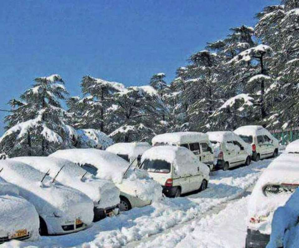 Constant snowfall in Kashmir valley, tourists enjoying snow fall, see photos