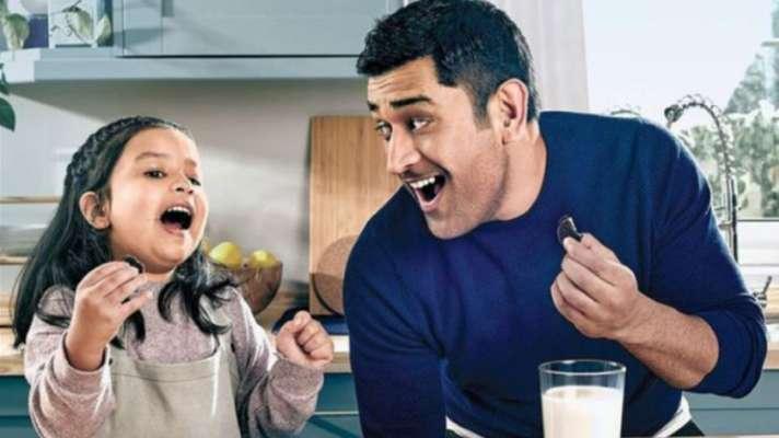 पहली बार बेटी जीवा के साथ विज्ञापन करते दिखेंगे धोनी, तस्वीरें वायरल