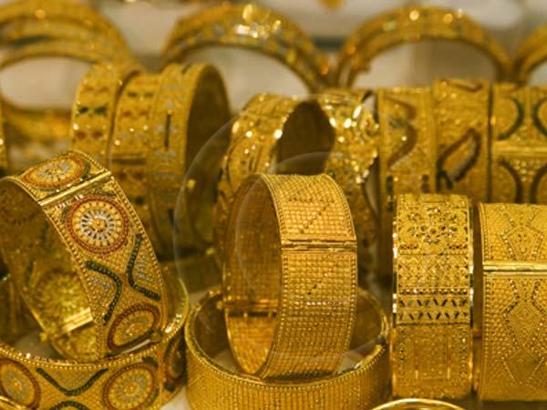 Gold Price Today: सोने की वायदा कीमत में आई भारी गिरावट, चांदी पहुंची 65 हजार के करीब