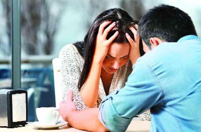 पति को हुआ ऑफिस में प्यार, प्रेमिका ने डेढ़ करोड़ में पत्नी से खरीदा अपना प्यार