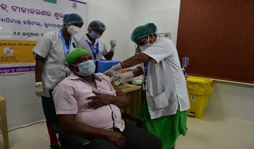 भारत के कोरोना वैक्सीन पर इस राज्य में प्रशासन ने लगा रोक