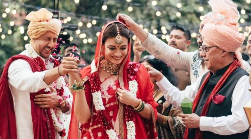 एक दूजे के हुए दीया मिर्जा और वैभव रेखी, देखें शादी की तस्वीरें