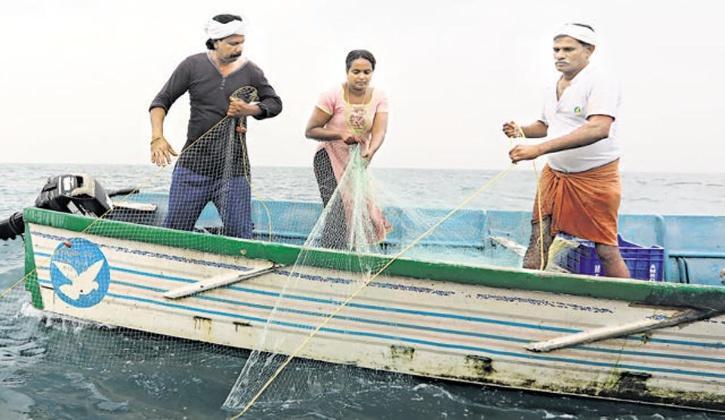 देश की इकलौती लाइसेंसधारी मछुआरिन, जानिए रेखा की कहानी