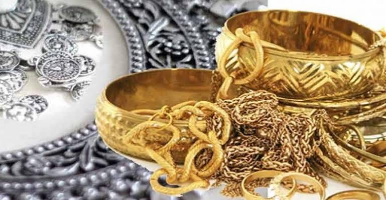 Gold Price Today: सोना 8000 रुपये तक हुआ सस्ता! लगातार 4 दिनों से गिर रहे हैं गोल्ड के रेट