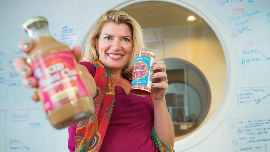 विदेशी महिला ने भारत में पीया चाय बदली किस्मत, आज 200 करोड़ की है मालकिन