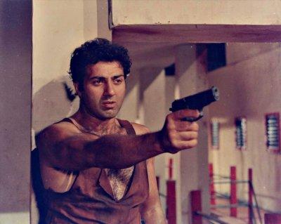 'तुम फिल्मों में काम करने के लायक नहीं' जब इस एक्ट्रेस ने सनी देओल को लगाया फटकार, बंद कर दी थी बोलती