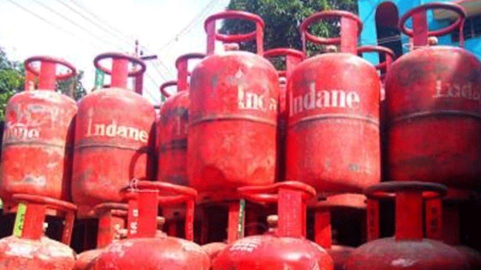 Gas Cylinder Price: इस महीने सस्ता हुआ गैस सिलेंडर, भरवाने से पहले जान लीजिए कीमत