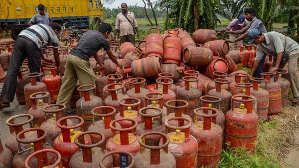 Gas Cylinder Price: सस्ता हो गया गैस सिलेंडर, जून में बुकिंग करने से पहले चेक कर लें लेटेस्ट प्राइस