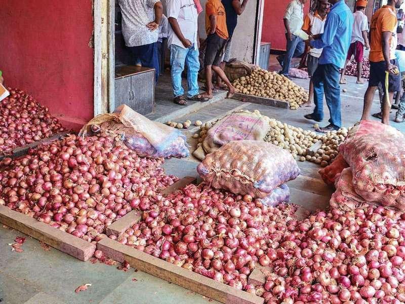 Onion Price: प्याज की कीमत पिछले 15 दिनों में हुई आधी, जानिए क्या है अब नई कीमत