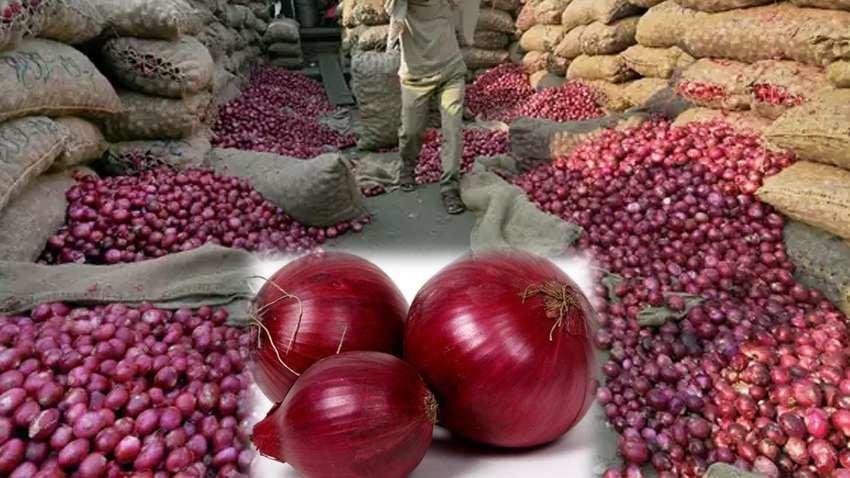 Onion Price: पहले से आधी हुई प्याज की कीमत, दाम में आई अब तक की सबसे बड़ी गिरावट, जानिए अब क्या है नई कीमत
