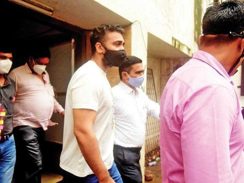 मार्च में इस रैकेट का खुलासा होते ही राज कुंद्रा को हो गया था इस केस में फंसने का अंदेशा, बचने के लिए किया था ये काम