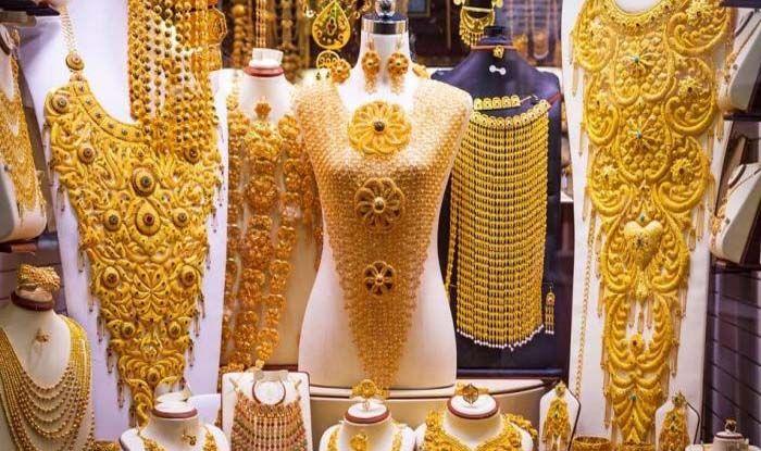 Gold Price: नवरात्रि के पहले दिन 9300 सस्ता हुआ सोना, अब मात्र इतने में मिल रहा है 10 ग्राम गोल्ड