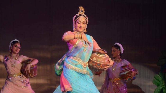 हेमा मालिनी इसकी शख्स की वजह से बनी फेमस डांसर, मां के कहने पर हमेशा रखती हैं साथ